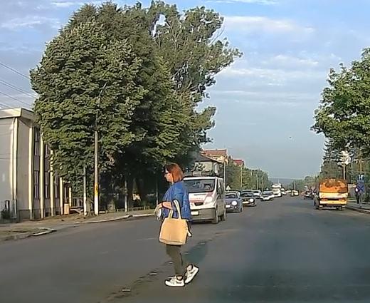 femeia lovita de ambulanta la Podu Iloaiei-1