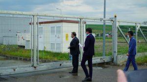 Tataru si, Costel Alexe la poarta spitalului inchisa