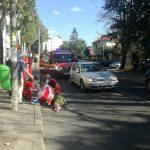 femeie lovita pe trecerea de pietoni strada Sfantu Petru Movila