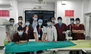doctorul Tesloianu si echipa de medici