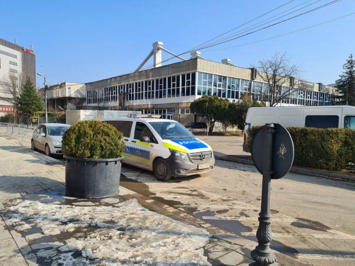 masina Serviciului de Ivestigatii Criminale la Sala Sporturilor