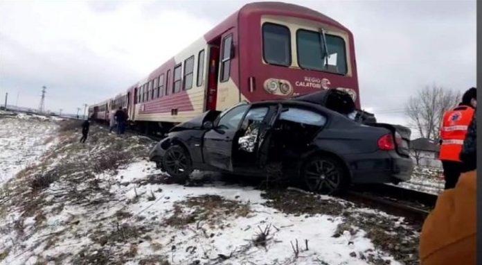 masina lovita de tren la Vladeni