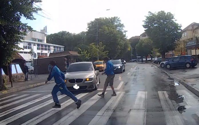 BMW accident trecere de pietoni1